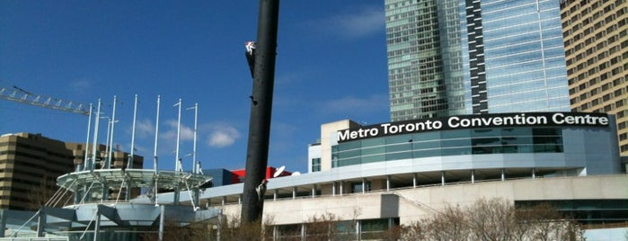 Metro Toronto Convention Centre is one of Locais curtidos por Lara.