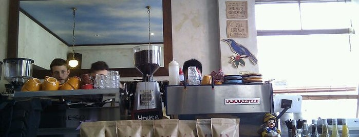 Trafalgar St Espresso is one of Locais curtidos por Michael.