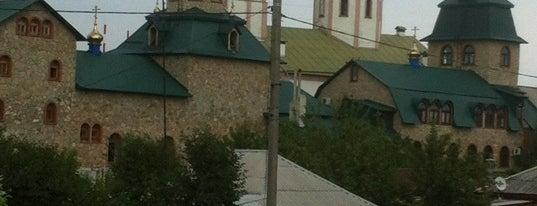 Свято-духов Мужской Монастырь is one of สถานที่ที่ Svetlana ถูกใจ.