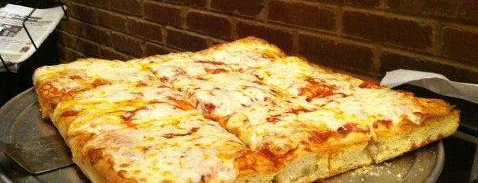 ZaZa's Pizzeria is one of Orte, die Robyn gefallen.