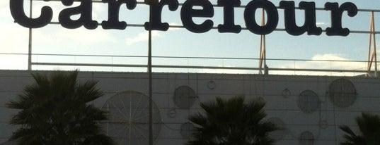 Carrefour is one of Tempat yang Disukai Paola.
