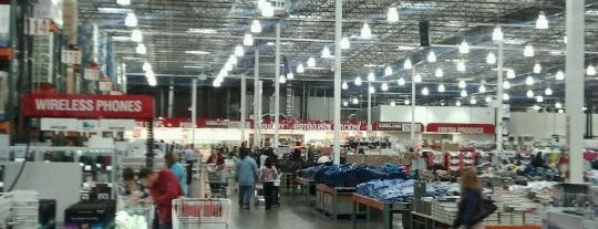 Costco is one of Lugares favoritos de Corey.