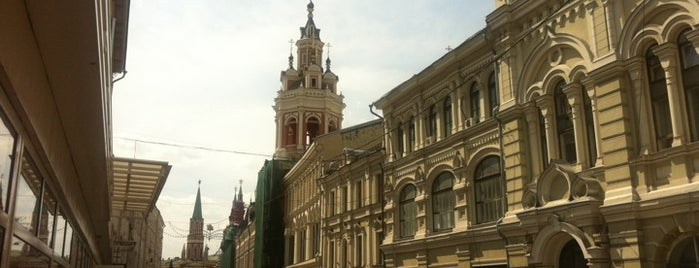 Nikolskaya Street is one of Стоит посетить (Москва).