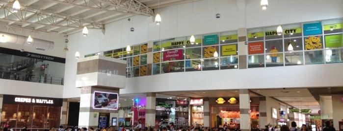Plazoleta de Comidas is one of Vivir Mejor.