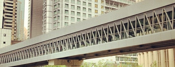 KLCC - Bukit Bintang Walkway is one of สถานที่ที่ Mike ถูกใจ.