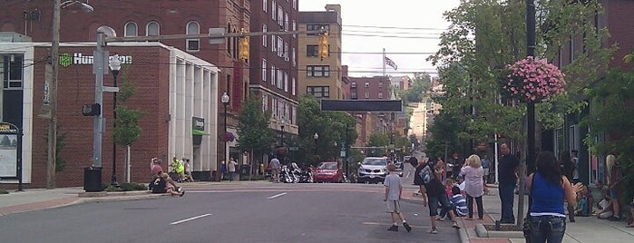 Downtown Morgantown is one of Mark 님이 좋아한 장소.