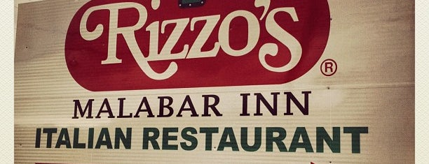 Rizzo's Malabar Inn is one of Lugares favoritos de Julie.