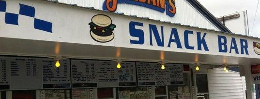 Jordan's Snack Bar is one of Orte, die Dana gefallen.