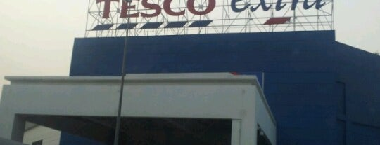 Tesco Extra is one of Locais curtidos por Rahmat.