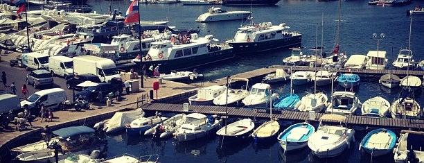 Port de Saint-Tropez is one of Lugares favoritos de Helena.