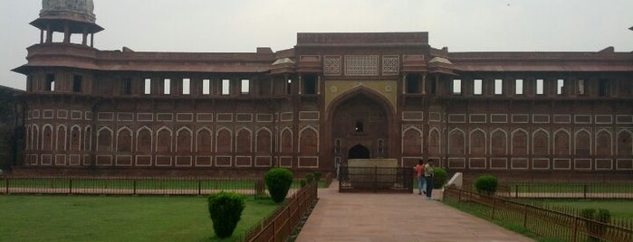 Agra Fort | आगरा का किला | آگرہ قلعہ is one of Lugares favoritos de Martin.