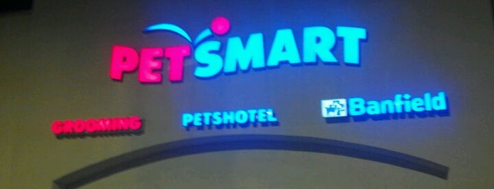PetSmart is one of Lugares favoritos de Chrissy.