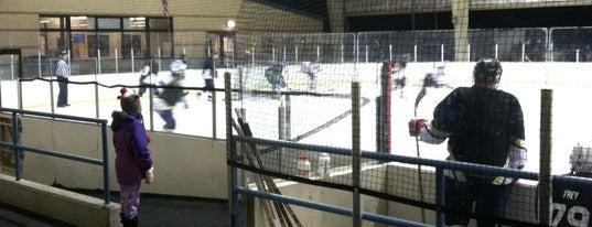Howard Ice Arena is one of Lyndsay 님이 좋아한 장소.