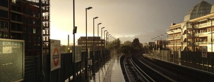 Imperial Wharf London Overground Station is one of Locais curtidos por Martin.