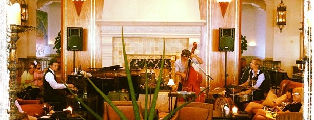 The Veranda Bar/Lobby Lounge at Hotel Casa Del Mar is one of Los Angeles topsiez.