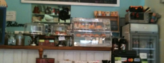 La Bouche Cafe is one of Siobhán'ın Kaydettiği Mekanlar.