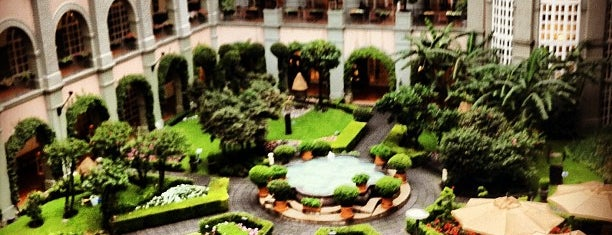 Four Seasons Hotel is one of Mexico city.