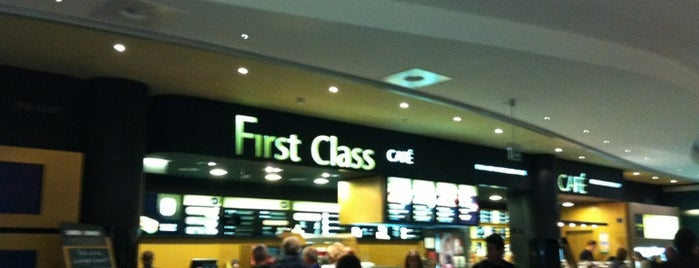 First Class Café is one of Lugares favoritos de Fernando.