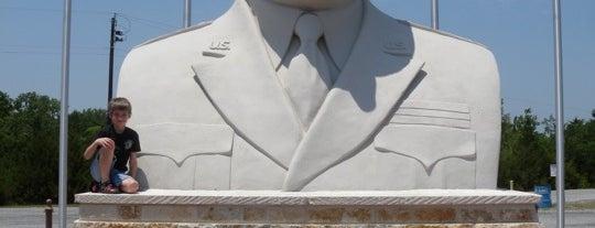 Eisenhower Monument is one of Brett 님이 좋아한 장소.