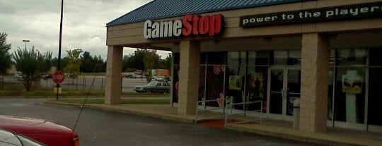 GameStop is one of Locais curtidos por Chris.