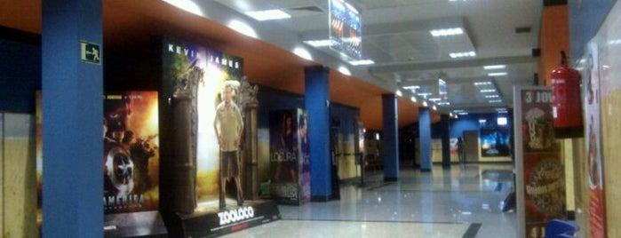 Metromar Cinemas 12 is one of Lugares favoritos de Moisés.