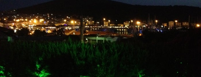 Yalçın Hotel is one of สถานที่ที่บันทึกไว้ของ Emre.