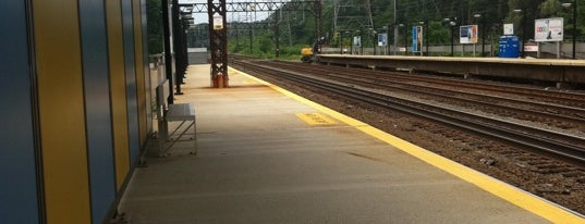 Metro North - Rowayton Train Station is one of New Haven Line & Northeast Corridor (Metro-North).