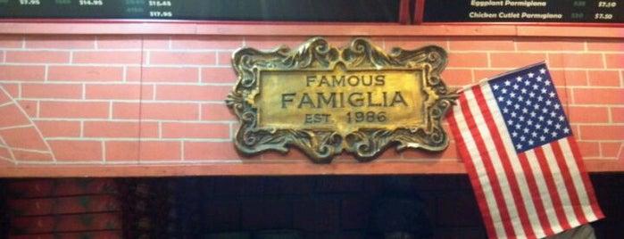 Famous Famiglia Pizza is one of Lieux qui ont plu à El Greco Jakob.