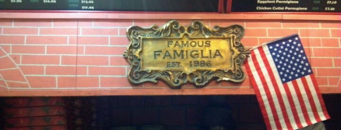 Famous Famiglia Pizza is one of Locais curtidos por El Greco Jakob.