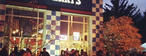 Ben & Jerry's is one of Ryan 님이 좋아한 장소.