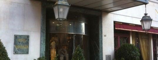 Hôtel Napoléon is one of Locais curtidos por Montréal.