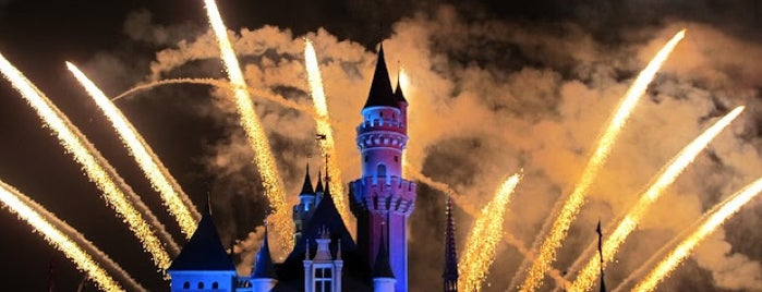 """Disney In The Stars"" Fireworks 「星夢奇緣」煙花表演 is one of Shankさんのお気に入りスポット."
