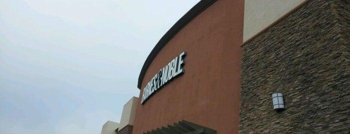 Barnes & Noble is one of Orte, die Geoff gefallen.