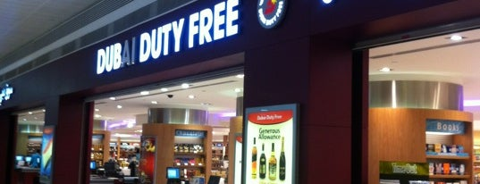 Dubai Duty Free is one of Tempat yang Disukai Mike.