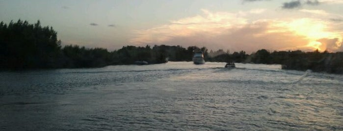 Canal San Antonio is one of สถานที่ที่ Sofia ถูกใจ.