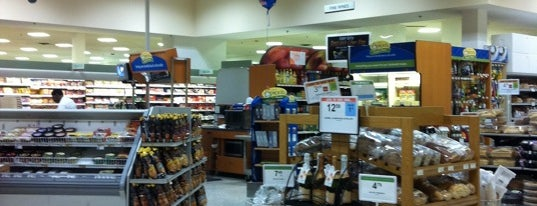 Publix is one of Lugares favoritos de Sarah.