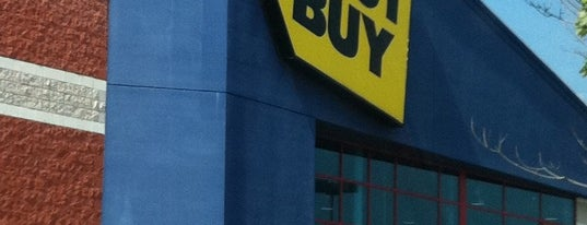 Best Buy is one of Locais curtidos por Harsh.