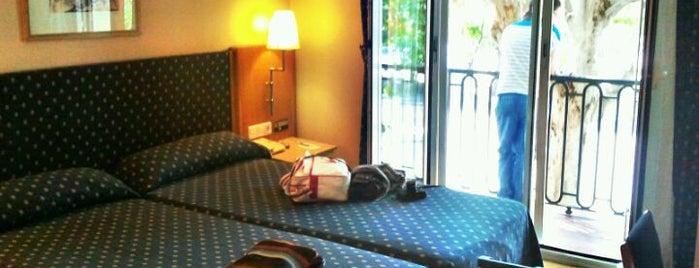 Hotel NH Madrid Atocha is one of สถานที่ที่ Zury ถูกใจ.