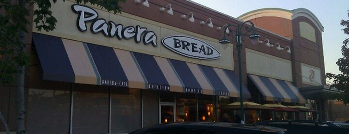 Panera Bread is one of Shelly 님이 좋아한 장소.