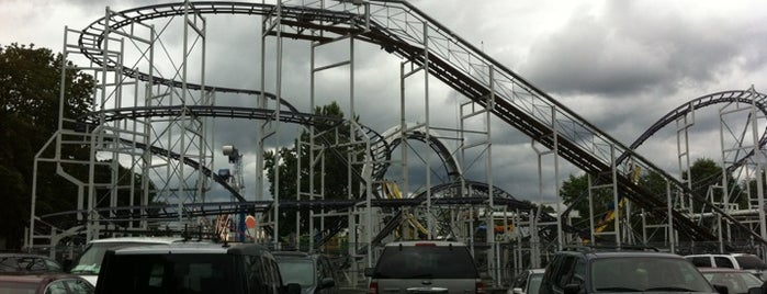 Oaks Amusement Park is one of Locais curtidos por MLO.