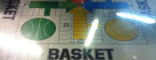 Basket is one of Orte, die Mila gefallen.