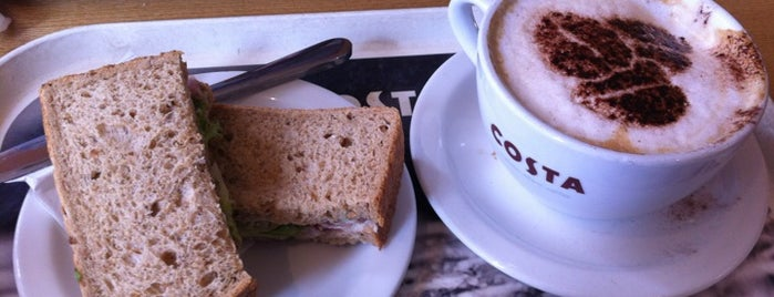 Costa Coffee is one of Lugares favoritos de Martins.