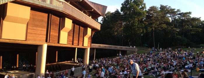 Wolf Trap National Park for the Performing Arts (Filene Center) is one of Lugares favoritos de Bridget.