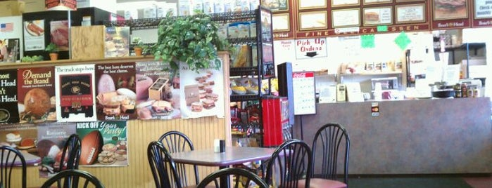 Mike's Deli is one of Biancaさんのお気に入りスポット.
