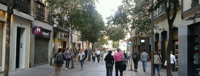 Calle de Fuencarral is one of Madrid Barrio Universidad (Centro).