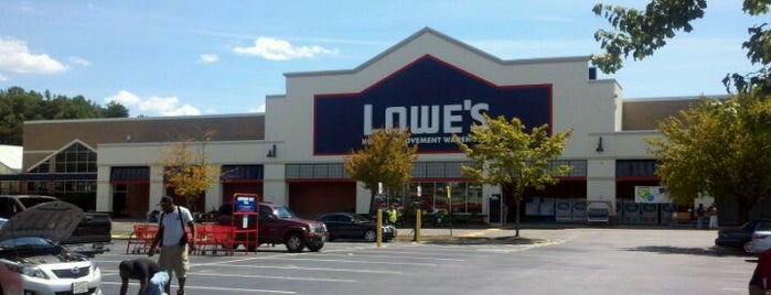 Lowe's is one of Locais curtidos por Adam.