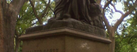 Sir Walter Scott Statue is one of Monuments.