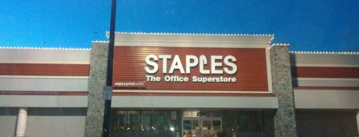 Staples - CLOSED is one of สถานที่ที่ Bart ถูกใจ.