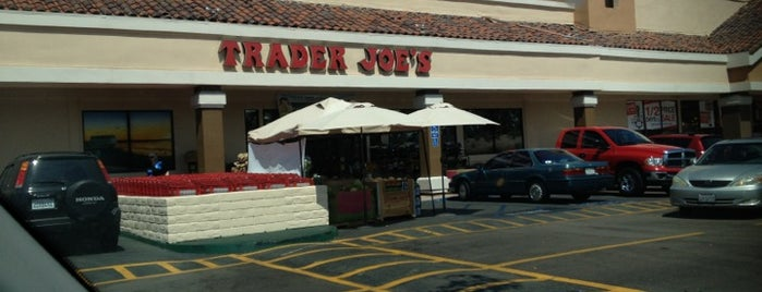Trader Joe's is one of Posti che sono piaciuti a John.