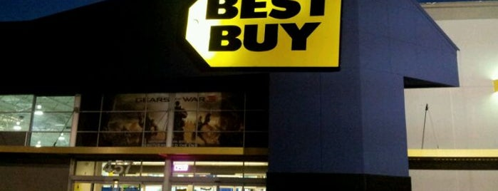 Best Buy is one of Denisさんのお気に入りスポット.